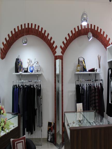 Кирпич классический, отделка магазина одежды